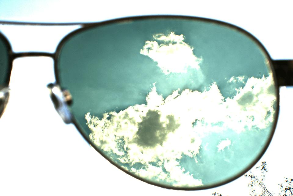 ブルーライトが目に与える影響とは?